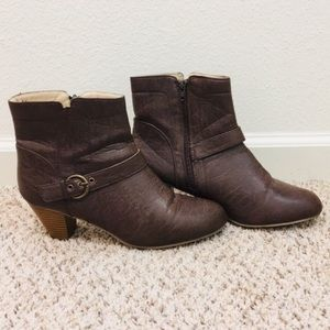 Shoes - Women's stacked heel ankle boots size 10 brown